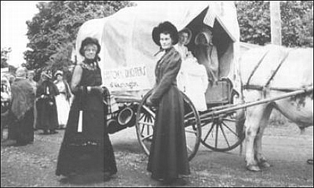 oregon trail women Riches to rags: clothing on the oregon trail, a special exhibit on pioneer clothing at national historic oregon trail interpretive center opens june 29 baker city why did women want voluminous dresses with yards of fabric in long, billowy skirts.